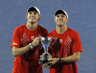 Bob Bryan and Mike Bryan with the winners trophy