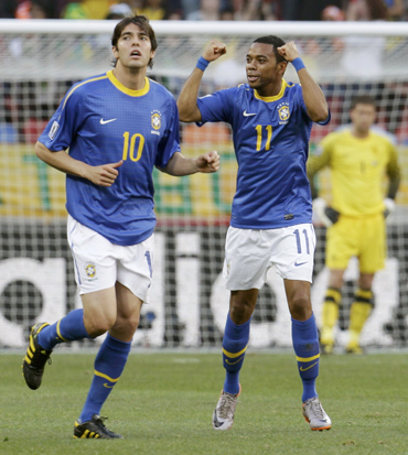 Brazil's Robinho (R) celebrates his goal next to teammate Kaka
