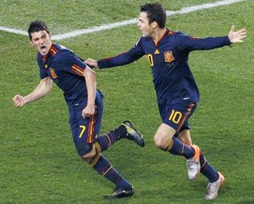 David Villa celebrates a goal