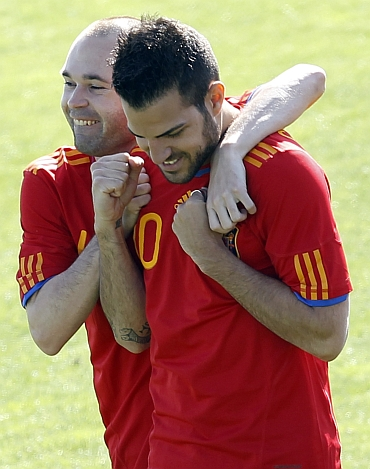 Andres Iniesta (left) and Cesc Fabregas