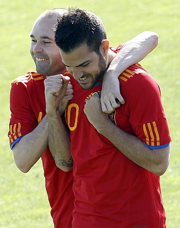 Andres Iniesta (left) and Cesc Fabregas