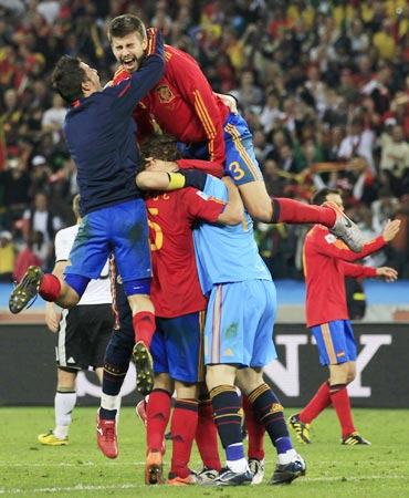 Spain players celebrate after winning the match against Germany