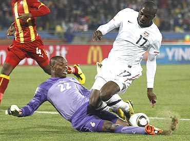 Ghana's goalkeeper Richard Kingson (left) slides in for the ball to stop United States' Jozy Altidore