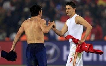 David Villa (right)