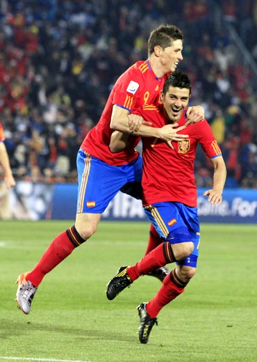David Villa celebrates scoring a goal with team mate Fernando Torres