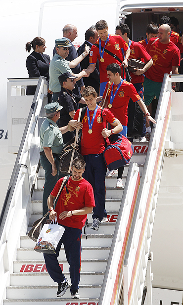 Spain's soccer team players arrive at Madrid's Barajas airport
