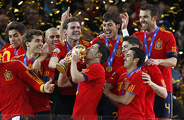 Spain team lifts the World Cup trophy