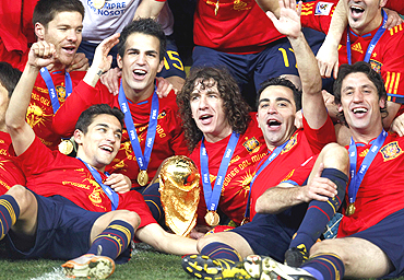 Spanish team with the World Cup trophy