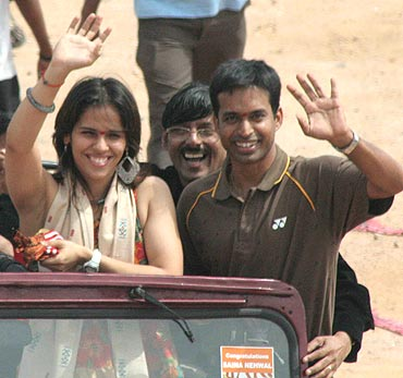 Saina and her coach P Gopichand get a rousing reception after returning from the Indonesian Open