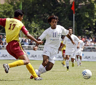 Ishfaq Ahmad (right) of Jammu and Kashmir tries to get the ball past Himachal's Ramesh Kumar