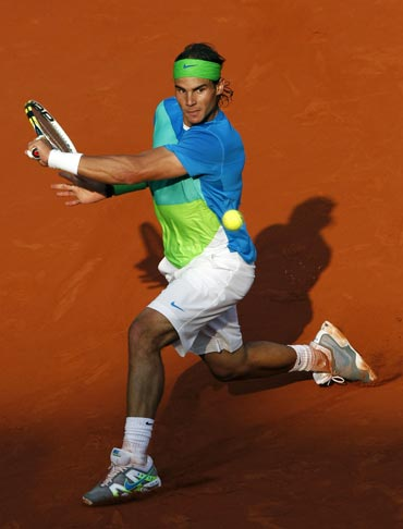 Rafa Nadal returns during his match against Nicolas Almagro
