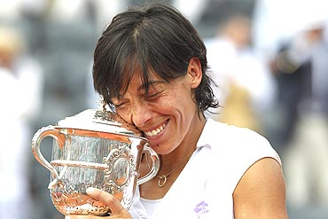 Francesca Schiavone with her trophy after winning the French Open final on Saturday