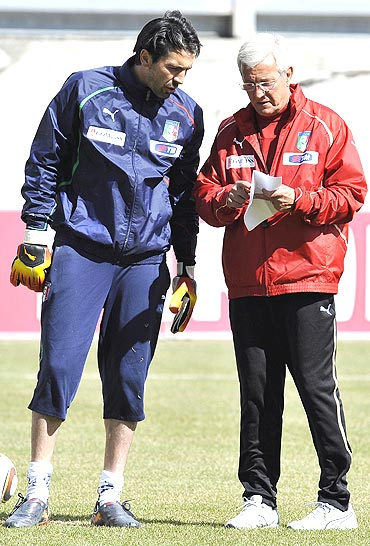Italy's goalkeeper Gianluigi Buffon (left) talks with coach Malcello Lippi during a training session in Sestriere