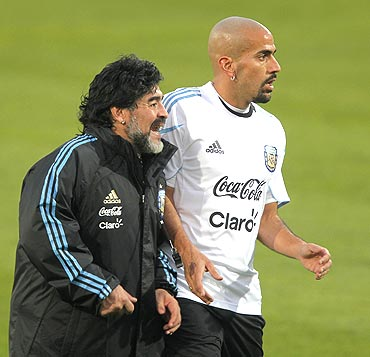 Argentina's coach Diego Maradona (left) with Juan Sebastian Veron during practice