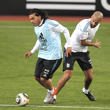 Veron (right) and Carlos Tevez vie for possession during a practice match