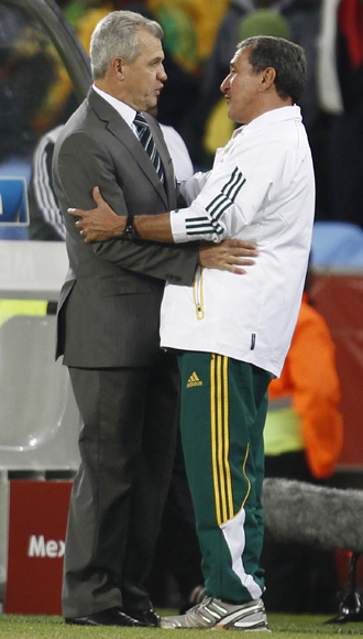 Mexico's head coach Javier Aguirre speaks with South Africa's head coach Carlos Alberto Parreira after their 2010 World Cup opening match