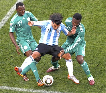 Argentina's Carlos Tevez (centre) vies for possession with Nigeria's Chinedu Obasi and Yakubu Aiyegbeni