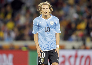 -Uruguay's Forlan reacts during the 2010 World Cup Group A soccer match against France