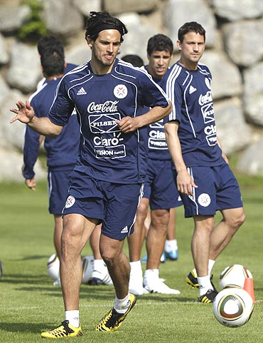 Paraguay's Roque Santa Cruz (centre) trains with team-mates at a practice session