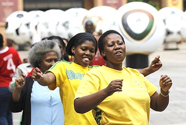 Football fans rehearse the Diski dance in Johannesburg