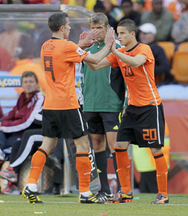 -Netherlands' Ibrahim Afellay comes on for team mate Robin Van Persie