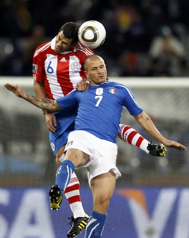Italy's Pepe vies for possession with a Paragyuan defender