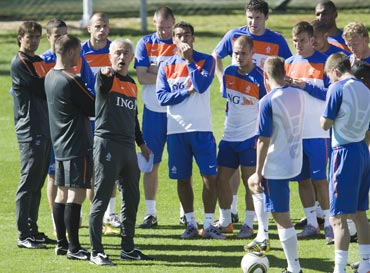 Dutch coach Bert van Marwijk with the players