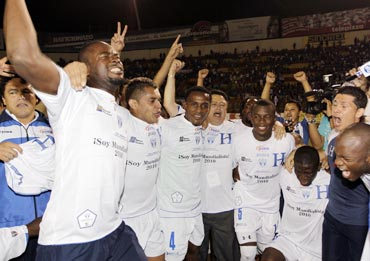 Honduras players celebrate after qualifying for the World Cup