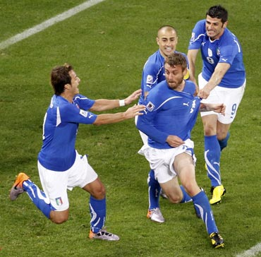 Italy's Daniele De Rossi celebrates after scoring the equaliser