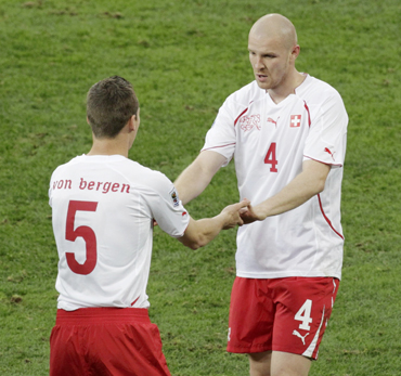 Switzerland's Philippe Senderos greets team mate Steve Von Bergen after the former was substituted
