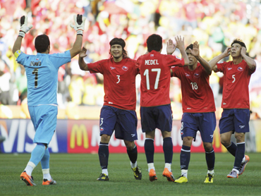 Chile's goalkeeper Claudio Bravo celebrates with team mates after their win over Honduras