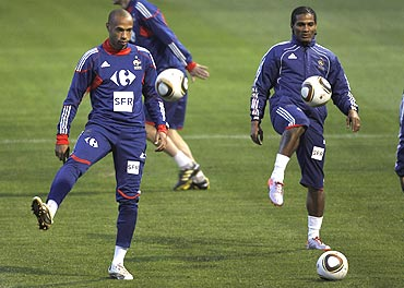 France's Thierry Henry (left) and Florent Malouda at a training session