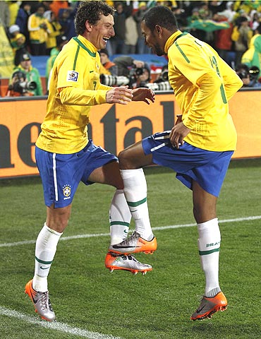 Brazil's Elano (left) and Robinho break into a jig in celebration