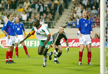 Senegal's Papa Bouba Diop (C) celebrates his goal as he runs away from France goalkeeper Fabien Barthez