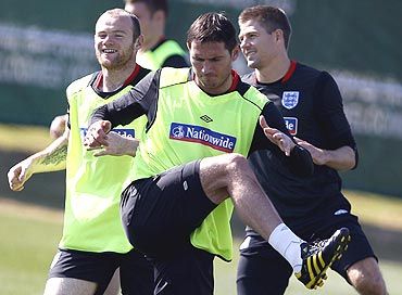 England's Frank Lampard (centre) warms up at a training session with Wayne Rooney (left) and Steven Gerrard