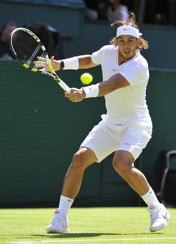 Rafa Nadal returns to Kei Nishikori