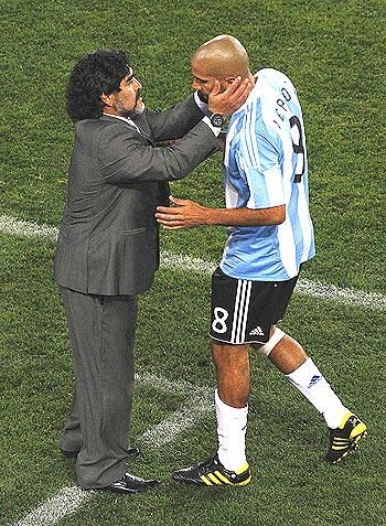 diego maradona (left) with juan sebastian veron