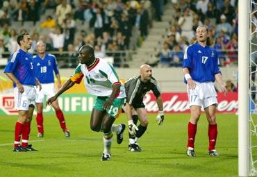 Senegal's Papa Bouba Diop (19) celebrates his goal