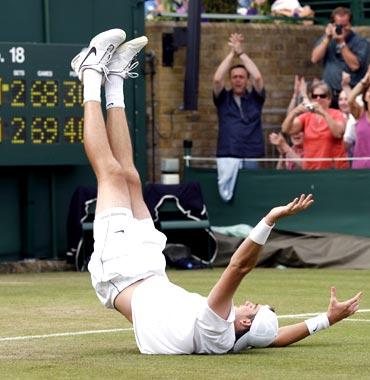 John Isner celebrates his victory