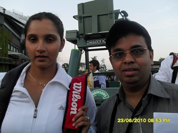Sania Mirza and reader Murali Ramadoss at Wimbledon