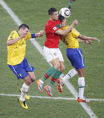 Ronaldo goes for the ball with Lucio and Gilberto Silva