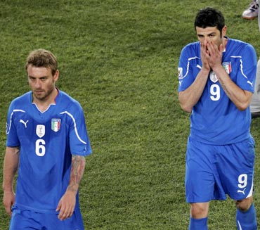 Italy's Daniele De Rossi (left) and Vincenzo Iaquinta react after losing to Slovakia