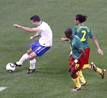 Robin van Persie scores the opening goal