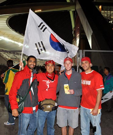 Siddhanta Pinto with South Korean fans
