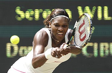 Serena Williams returs to Dominika Cibulkova
