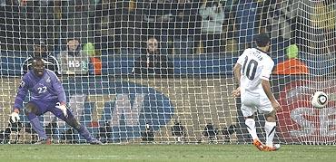 Langdon Donavan converts a penalty