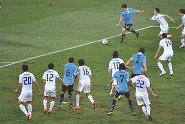 Suarez in action