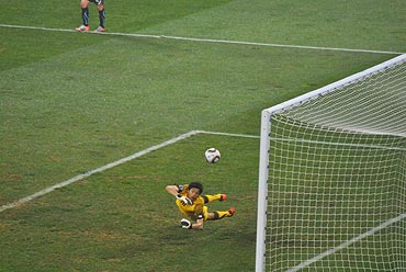 South Korean Jung Sung-ryong dives in vain