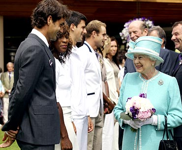 Roger Federer speaks to Queen Elizabeth