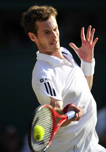 Andy Murray returns to Sam Querrey
